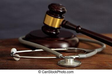 houten gavel, rechter, stethoscope, bureau