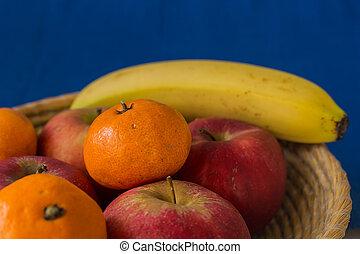 houten, mand, gevulde, met, gezonde , en, verse vruchten