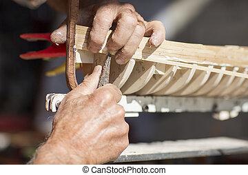 houten model, craftwork, scheepje, met de handen vervaardigd