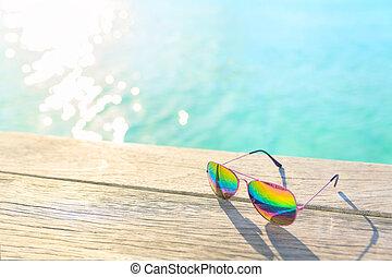 houten, regenboog, decking, zonnebrillen, het liggen