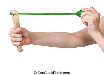 houten, slingshot, band, groene, handen, het trekken
