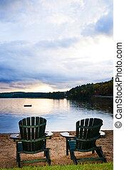 houten, stoelen, strand, ondergaande zon