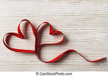 houten, twee, valentijn, achtergrond., vorm, hartjes, witte...