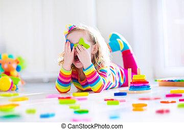 houten, weinig; niet zo(veel), spelend, meisje, speelgoed