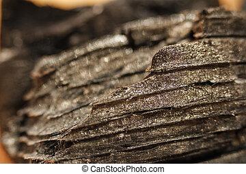 houtskool, textuur, zwarte achtergrond, brokken, close-up.