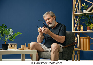 Old bearded man with alzheimer desease - How can it be...