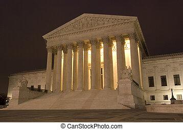 hozzánk döntő bíróság, éjjel