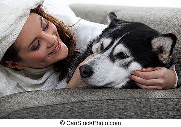 hozzásimulás, nő, fiatal, neki, kutya