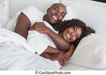 hozzásimulás, párosít, ágy, együtt, boldog