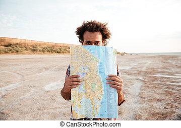 hravý, osoba zastaven, a, useň zadnice, mapa, venku