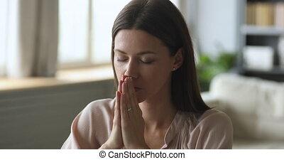 ?hristian, jeune, fermé, femme, maison, yeux, proverbe,...