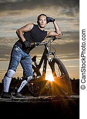 hromada čeho biker, silueta, do, východ slunce