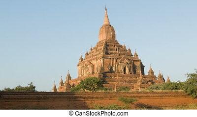 Htilominlo (Nadoungmya or Zeya Theinkha Uzana). Burma, Bagan...