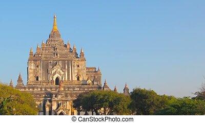 Htilominlo Temple. Bagan, Myanmar (Burma) - Video 1920x1080...