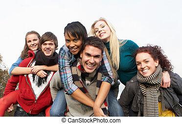 Huckepack, Jugendlich, Gruppe,  friends, Herbst, reitet, Haben, landschaftsbild