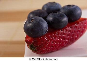 huckleberries, på, a, stycke, av, jordgubbe