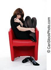 huddled, poltrona, mulher, meias, desgastar