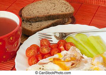 huevo frito, con, vegetal, bread, y, té