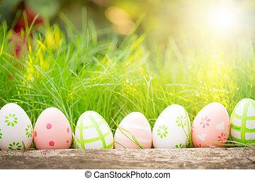 huevos de pascua, en, hierba verde