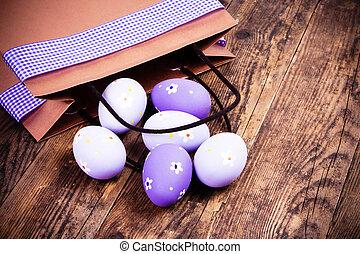 huevos de pascua, pintado, en, el, de madera, fondo.