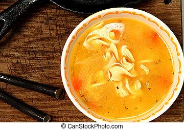 huhn nudel suppe, auf, holztisch, in, schüssel