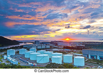 huile, réservoirs, à, coucher soleil, dans, hong kong