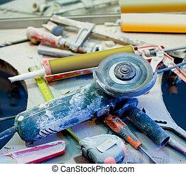 huis verbetering, verward, clutter, met, bestoft maken, gereedschap