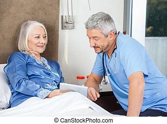 huisbewaarder, en, oude vrouw, gebruik, tablet pc