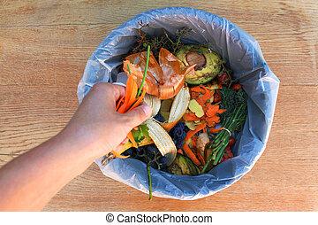 huiselijk, afval, voor, compost, van, vruchten, en, vegetables., vrouw, gooien, garbage.