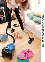 huiskamer, vrouw, jonge, blonde , poetsen