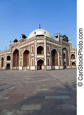 Humayun's Tomb. Delhi, India - famous Humayun's Tomb in...