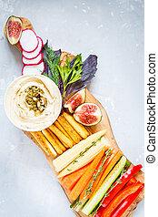 hummus, com, legumes, e, lanches, ligado, um, tábua madeira