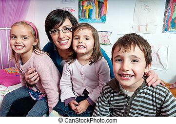 hun, vrolijke , kinderen, moeder