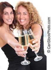 hurrarufen, champagner, freundinnen, brille
