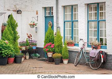 hus, dekorerat, blomningen, portal