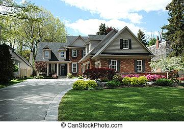 hus, med, svart, stänger med fönsterluckor