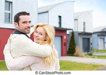 hus, par, ung, deras, främre del, färsk, lycklig