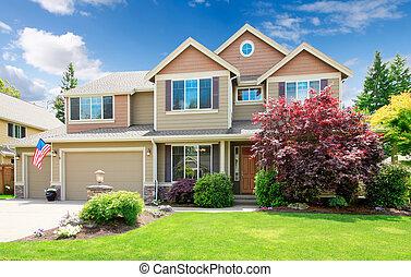 hus, stort, amerikan, beige, främre del, exterior., lyxvara