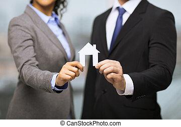 hus, vit, affärsman, holdingen, affärskvinna