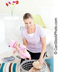 hushållsarbete, le för woman