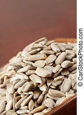 Husked sunflower seeds