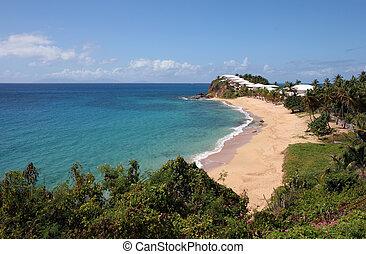 Some white huts along a beautiful Caribbean beach