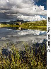 huttes, sur, lac, dans, paysage, de, norvège