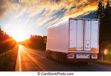 hvid, lastbil, på, den, asfalter vej, ind, den, aftenen
