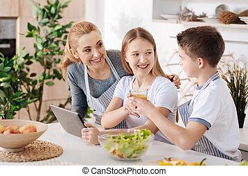 hvil, forældre, familie, æn, køkken, glade