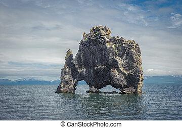 hvitserkur, 岩石形成, 在, hunafjordur, fjord, 冰島