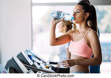 hydratisieren, workout, frau, während, sportliche