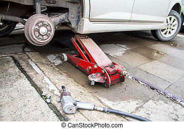 Hydraulic car jack to lift car for change the wheel.