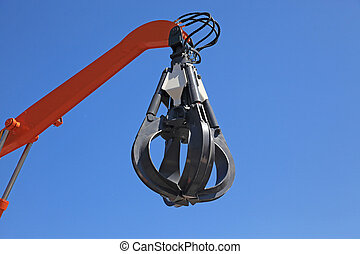 Hydraulic claw on a hand of the building mechanism