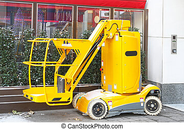 Hydraulic lift platform - Yellow hydraulic lift platform...